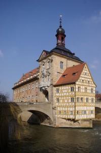 800px-Bamberg_Altes_Rathaus_BW_1